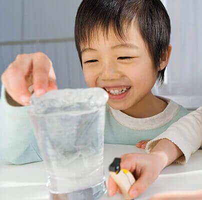 Eiskalter Spaß: Experimente für Kinder mit Eis, die euch zum Staunen bringen
